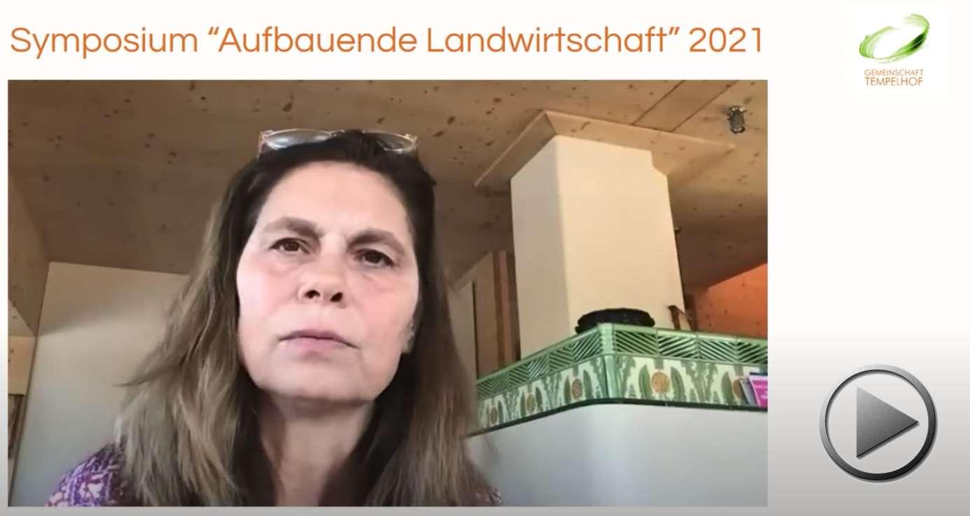"""Präsentation: Sarah Wiener // Wege zu einer nachhaltigen Ernährung // Symposium """"Aufbauende Landwirtschaft"""" 2021"""
